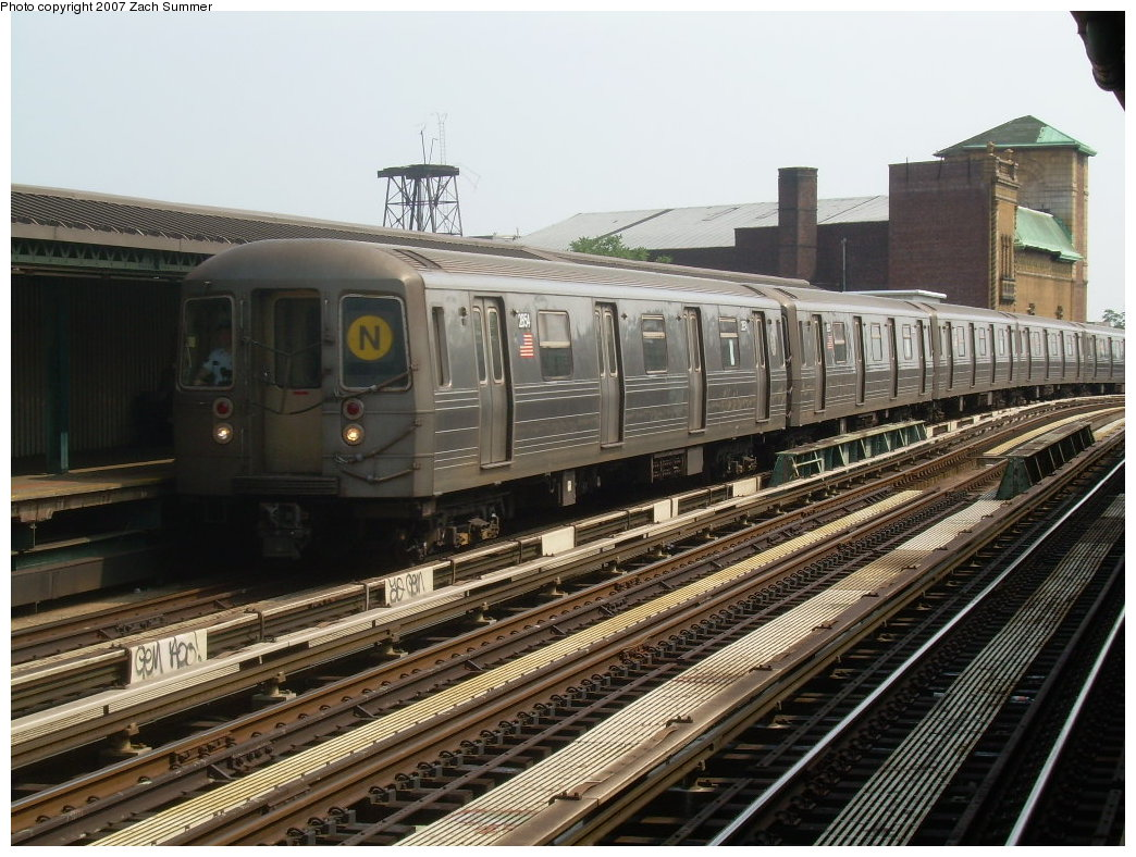 (232k, 1044x788)<br><b>Country:</b> United States<br><b>City:</b> New York<br><b>System:</b> New York City Transit<br><b>Line:</b> BMT West End Line<br><b>Location:</b> Fort Hamilton Parkway <br><b>Route:</b> N<br><b>Car:</b> R-68 (Westinghouse-Amrail, 1986-1988)  2854 <br><b>Photo by:</b> Zach Summer<br><b>Date:</b> 7/28/2007<br><b>Viewed (this week/total):</b> 0 / 1451