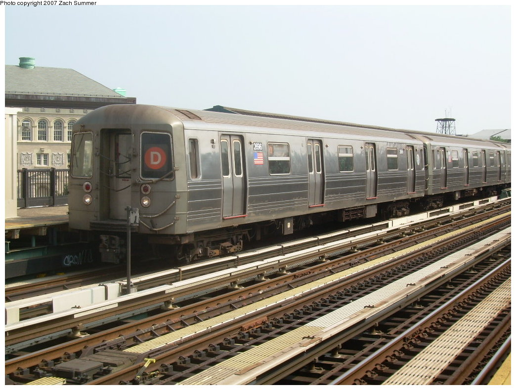 (231k, 1044x788)<br><b>Country:</b> United States<br><b>City:</b> New York<br><b>System:</b> New York City Transit<br><b>Line:</b> BMT West End Line<br><b>Location:</b> Fort Hamilton Parkway <br><b>Route:</b> D<br><b>Car:</b> R-68 (Westinghouse-Amrail, 1986-1988)  2696 <br><b>Photo by:</b> Zach Summer<br><b>Date:</b> 7/28/2007<br><b>Viewed (this week/total):</b> 3 / 1659