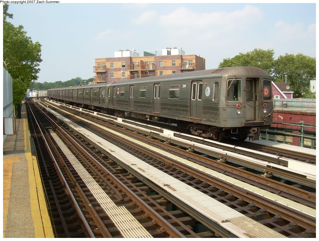(264k, 1044x788)<br><b>Country:</b> United States<br><b>City:</b> New York<br><b>System:</b> New York City Transit<br><b>Line:</b> BMT West End Line<br><b>Location:</b> Fort Hamilton Parkway <br><b>Route:</b> D<br><b>Car:</b> R-68 (Westinghouse-Amrail, 1986-1988)  2518 <br><b>Photo by:</b> Zach Summer<br><b>Date:</b> 7/28/2007<br><b>Viewed (this week/total):</b> 0 / 1522