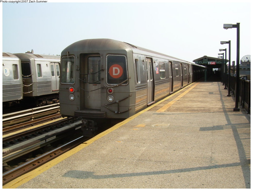 (218k, 1044x788)<br><b>Country:</b> United States<br><b>City:</b> New York<br><b>System:</b> New York City Transit<br><b>Line:</b> BMT West End Line<br><b>Location:</b> 50th Street <br><b>Route:</b> D<br><b>Car:</b> R-68 (Westinghouse-Amrail, 1986-1988)  2674 <br><b>Photo by:</b> Zach Summer<br><b>Date:</b> 7/28/2007<br><b>Viewed (this week/total):</b> 0 / 1819