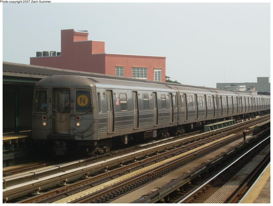 (193k, 1044x788)<br><b>Country:</b> United States<br><b>City:</b> New York<br><b>System:</b> New York City Transit<br><b>Line:</b> BMT West End Line<br><b>Location:</b> 50th Street <br><b>Route:</b> N<br><b>Car:</b> R-68 (Westinghouse-Amrail, 1986-1988)  2824 <br><b>Photo by:</b> Zach Summer<br><b>Date:</b> 7/28/2007<br><b>Viewed (this week/total):</b> 0 / 1406