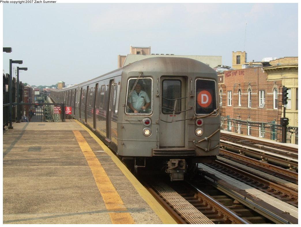 (214k, 1044x788)<br><b>Country:</b> United States<br><b>City:</b> New York<br><b>System:</b> New York City Transit<br><b>Line:</b> BMT West End Line<br><b>Location:</b> 55th Street <br><b>Route:</b> D<br><b>Car:</b> R-68 (Westinghouse-Amrail, 1986-1988)   <br><b>Photo by:</b> Zach Summer<br><b>Date:</b> 7/28/2007<br><b>Viewed (this week/total):</b> 1 / 1934