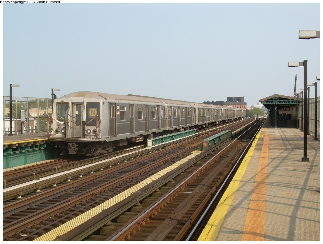 (206k, 1044x788)<br><b>Country:</b> United States<br><b>City:</b> New York<br><b>System:</b> New York City Transit<br><b>Line:</b> BMT West End Line<br><b>Location:</b> 25th Avenue <br><b>Route:</b> N<br><b>Car:</b> R-40 (St. Louis, 1968)  4350 <br><b>Photo by:</b> Zach Summer<br><b>Date:</b> 7/28/2007<br><b>Viewed (this week/total):</b> 1 / 1580