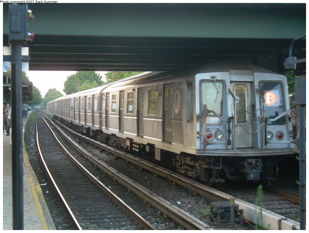 (199k, 1044x788)<br><b>Country:</b> United States<br><b>City:</b> New York<br><b>System:</b> New York City Transit<br><b>Line:</b> BMT Brighton Line<br><b>Location:</b> Kings Highway <br><b>Route:</b> B<br><b>Car:</b> R-40 (St. Louis, 1968)   <br><b>Photo by:</b> Zach Summer<br><b>Date:</b> 7/31/2007<br><b>Viewed (this week/total):</b> 0 / 1709