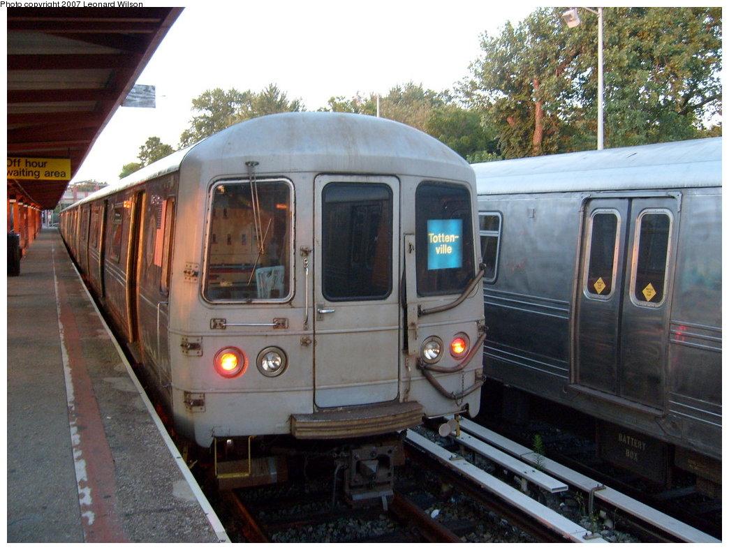 (217k, 1044x788)<br><b>Country:</b> United States<br><b>City:</b> New York<br><b>System:</b> New York City Transit<br><b>Line:</b> SIRT<br><b>Location:</b> Tottenville <br><b>Car:</b> R-44 SIRT (St. Louis, 1971-1973)  <br><b>Photo by:</b> Leonard Wilson<br><b>Date:</b> 8/4/2007<br><b>Viewed (this week/total):</b> 4 / 2482