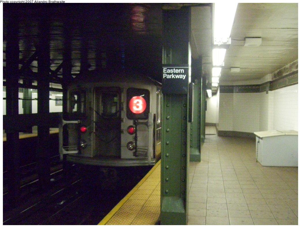 (184k, 1044x791)<br><b>Country:</b> United States<br><b>City:</b> New York<br><b>System:</b> New York City Transit<br><b>Line:</b> IRT Brooklyn Line<br><b>Location:</b> Eastern Parkway/Brooklyn Museum <br><b>Route:</b> 3<br><b>Car:</b> R-62 (Kawasaki, 1983-1985)  1486 <br><b>Photo by:</b> Aliandro Brathwaite<br><b>Date:</b> 8/1/2007<br><b>Viewed (this week/total):</b> 3 / 3647