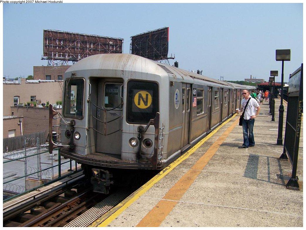 (232k, 1044x788)<br><b>Country:</b> United States<br><b>City:</b> New York<br><b>System:</b> New York City Transit<br><b>Line:</b> BMT Astoria Line<br><b>Location:</b> Astoria Boulevard/Hoyt Avenue <br><b>Route:</b> N<br><b>Car:</b> R-40M (St. Louis, 1969)  4501 <br><b>Photo by:</b> Michael Hodurski<br><b>Date:</b> 8/4/2007<br><b>Viewed (this week/total):</b> 0 / 2600
