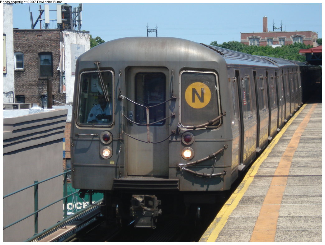 (181k, 1044x788)<br><b>Country:</b> United States<br><b>City:</b> New York<br><b>System:</b> New York City Transit<br><b>Line:</b> BMT Astoria Line<br><b>Location:</b> Astoria Boulevard/Hoyt Avenue <br><b>Route:</b> N<br><b>Car:</b> R-68A (Kawasaki, 1988-1989)  5170 <br><b>Photo by:</b> DeAndre Burrell<br><b>Date:</b> 8/6/2007<br><b>Viewed (this week/total):</b> 1 / 2533
