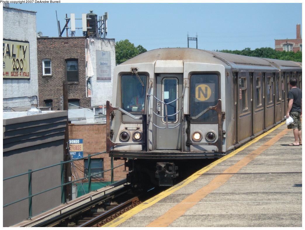 (198k, 1044x788)<br><b>Country:</b> United States<br><b>City:</b> New York<br><b>System:</b> New York City Transit<br><b>Line:</b> BMT Astoria Line<br><b>Location:</b> Astoria Boulevard/Hoyt Avenue <br><b>Route:</b> N<br><b>Car:</b> R-40 (St. Louis, 1968)  4390 <br><b>Photo by:</b> DeAndre Burrell<br><b>Date:</b> 8/6/2007<br><b>Viewed (this week/total):</b> 2 / 2052
