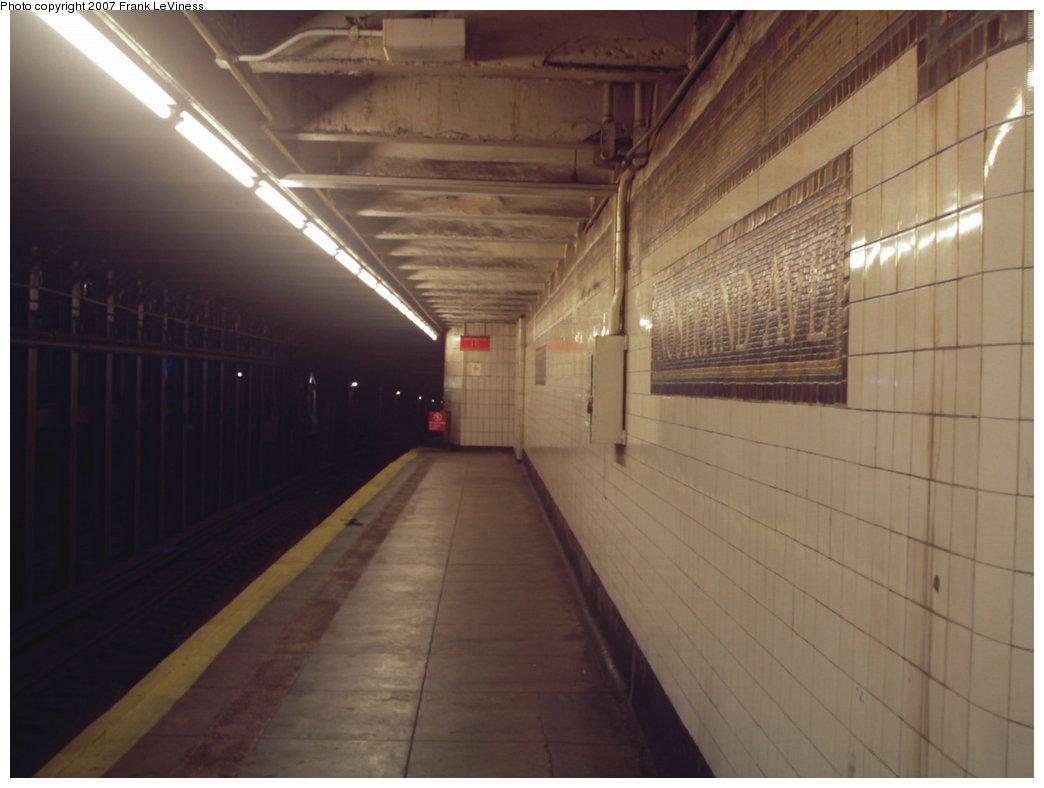(113k, 1044x788)<br><b>Country:</b> United States<br><b>City:</b> New York<br><b>System:</b> New York City Transit<br><b>Line:</b> IRT Brooklyn Line<br><b>Location:</b> Nostrand Avenue <br><b>Photo by:</b> Frank LeViness<br><b>Date:</b> 12/28/2006<br><b>Notes:</b> Looking toward the 1960s era platform extension.<br><b>Viewed (this week/total):</b> 0 / 2962