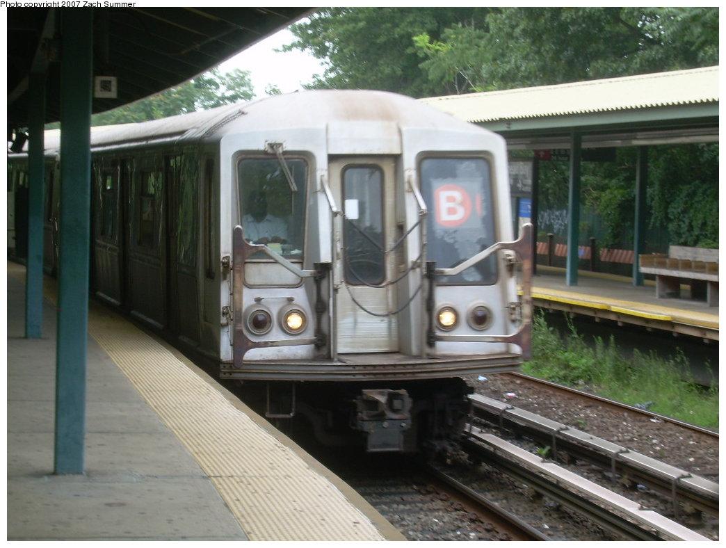 (194k, 1044x788)<br><b>Country:</b> United States<br><b>City:</b> New York<br><b>System:</b> New York City Transit<br><b>Line:</b> BMT Brighton Line<br><b>Location:</b> Sheepshead Bay <br><b>Route:</b> B<br><b>Car:</b> R-40 (St. Louis, 1968)  4389 <br><b>Photo by:</b> Zach Summer<br><b>Date:</b> 8/7/2007<br><b>Viewed (this week/total):</b> 0 / 1826