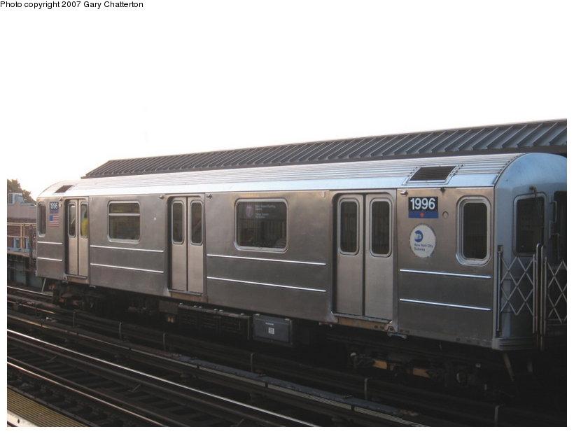 (68k, 820x620)<br><b>Country:</b> United States<br><b>City:</b> New York<br><b>System:</b> New York City Transit<br><b>Line:</b> IRT Flushing Line<br><b>Location:</b> 52nd Street/Lincoln Avenue <br><b>Route:</b> 7<br><b>Car:</b> R-62A (Bombardier, 1984-1987)  1996 <br><b>Photo by:</b> Gary Chatterton<br><b>Date:</b> 8/7/2007<br><b>Viewed (this week/total):</b> 0 / 1579