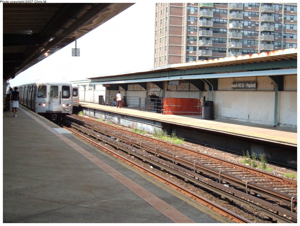 (207k, 1044x788)<br><b>Country:</b> United States<br><b>City:</b> New York<br><b>System:</b> New York City Transit<br><b>Line:</b> IND Rockaway<br><b>Location:</b> Beach 98th Street/Playland <br><b>Route:</b> A<br><b>Car:</b> R-44 (St. Louis, 1971-73)  <br><b>Photo by:</b> Chris M.<br><b>Date:</b> 8/13/2007<br><b>Viewed (this week/total):</b> 1 / 1836
