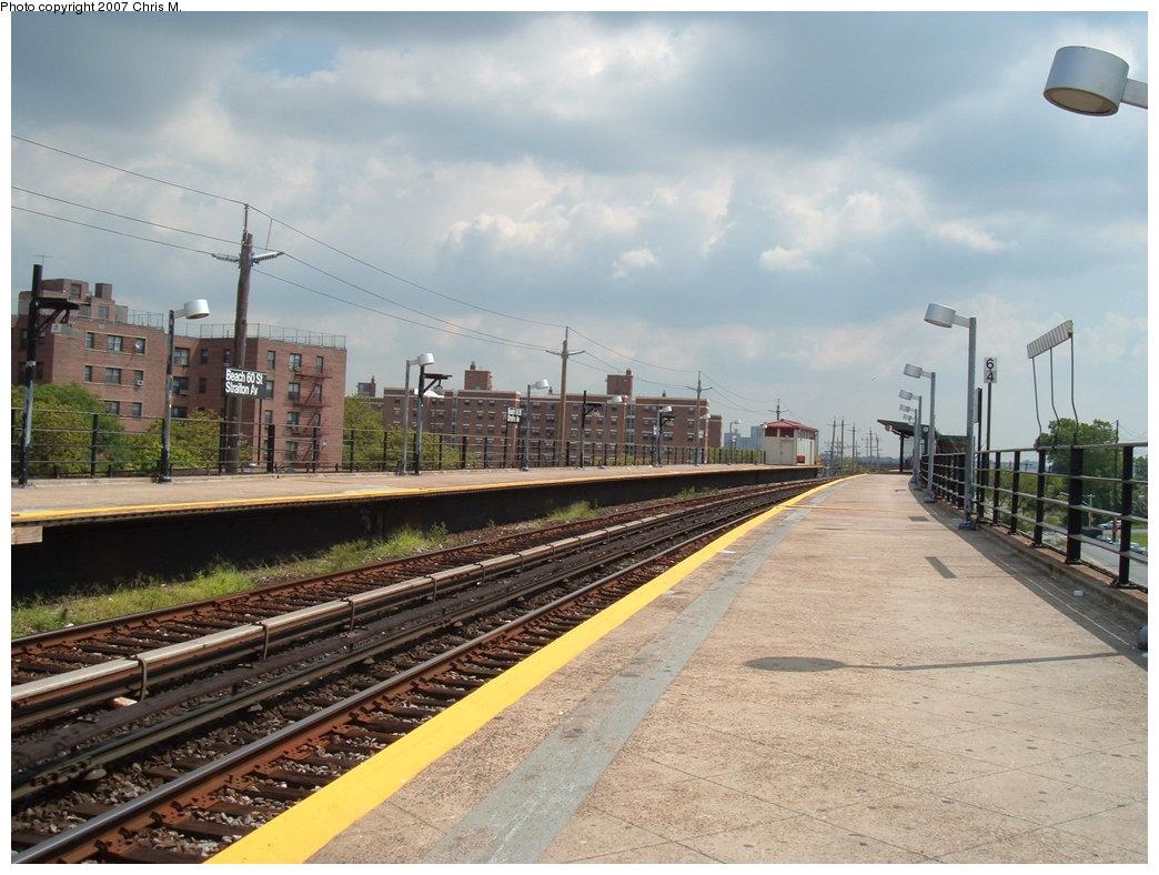 (183k, 1044x788)<br><b>Country:</b> United States<br><b>City:</b> New York<br><b>System:</b> New York City Transit<br><b>Line:</b> IND Rockaway<br><b>Location:</b> Beach 60th Street/Straiton <br><b>Photo by:</b> Chris M.<br><b>Date:</b> 8/13/2007<br><b>Viewed (this week/total):</b> 0 / 1094