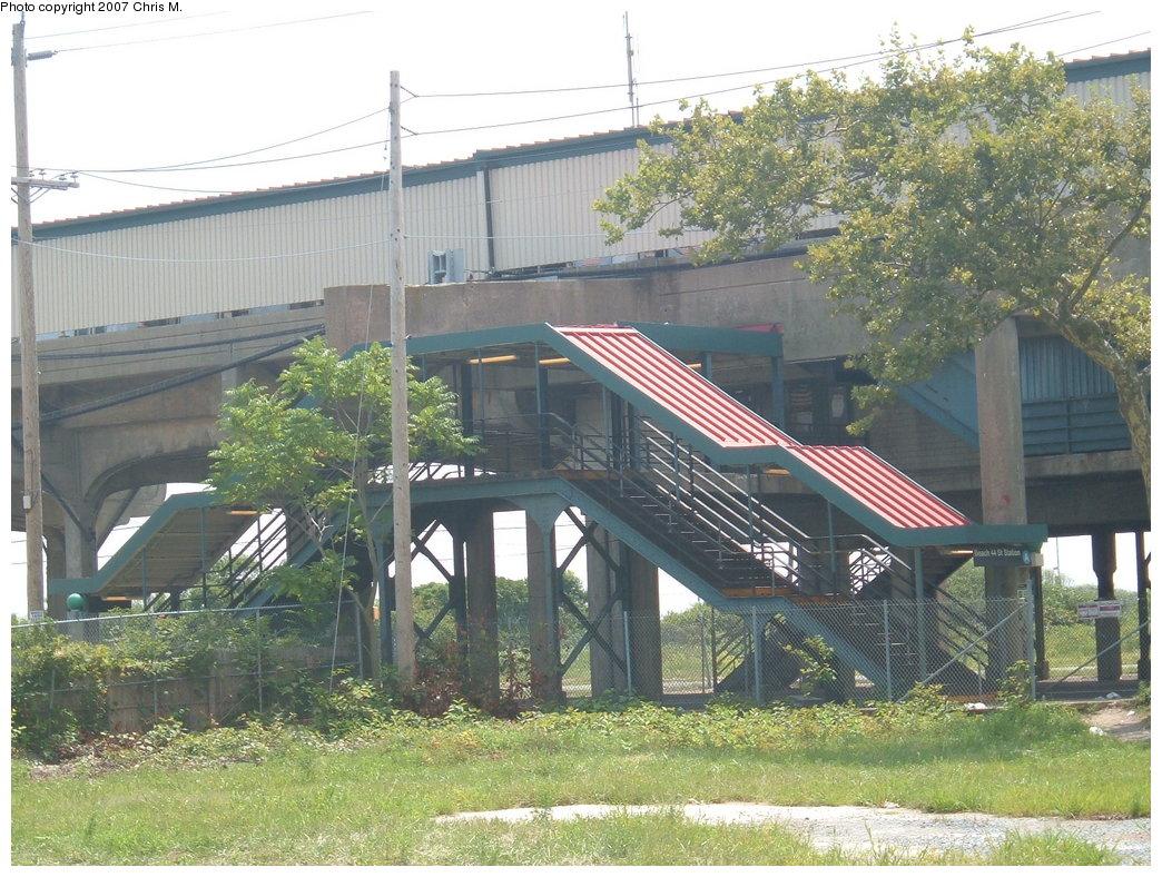 (237k, 1044x788)<br><b>Country:</b> United States<br><b>City:</b> New York<br><b>System:</b> New York City Transit<br><b>Line:</b> IND Rockaway<br><b>Location:</b> Beach 44th Street/Frank Avenue <br><b>Photo by:</b> Chris M.<br><b>Date:</b> 8/13/2007<br><b>Viewed (this week/total):</b> 0 / 1226