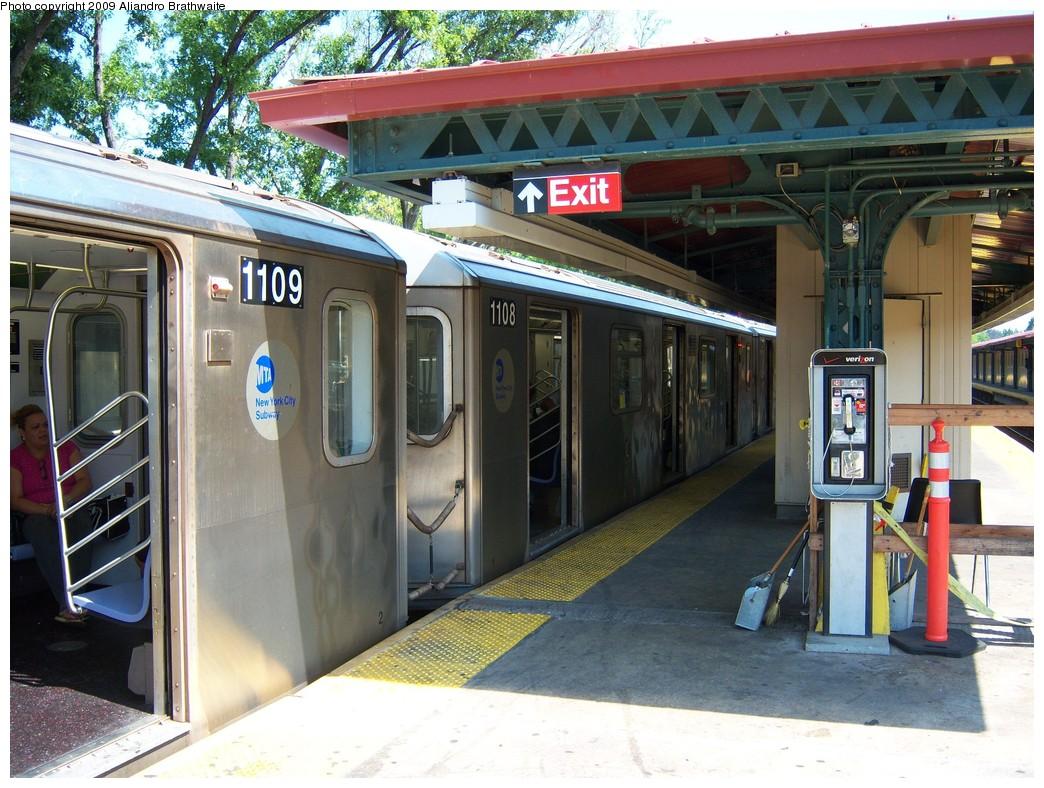 (271k, 1044x788)<br><b>Country:</b> United States<br><b>City:</b> New York<br><b>System:</b> New York City Transit<br><b>Line:</b> IRT Woodlawn Line<br><b>Location:</b> Woodlawn <br><b>Route:</b> 4<br><b>Car:</b> R-142 (Option Order, Bombardier, 2002-2003)  1109 <br><b>Photo by:</b> Aliandro Brathwaite<br><b>Date:</b> 8/18/2009<br><b>Viewed (this week/total):</b> 0 / 2241
