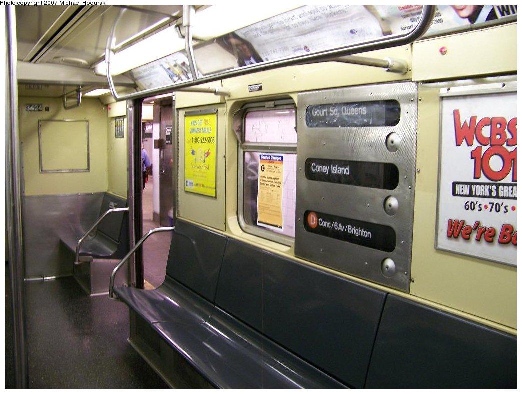 (163k, 1044x788)<br><b>Country:</b> United States<br><b>City:</b> New York<br><b>System:</b> New York City Transit<br><b>Line:</b> IND Crosstown Line<br><b>Location:</b> Court Square <br><b>Route:</b> G<br><b>Car:</b> R-32 (Budd, 1964)  3424 <br><b>Photo by:</b> Michael Hodurski<br><b>Date:</b> 8/12/2007<br><b>Notes:</b> Wrong sign.<br><b>Viewed (this week/total):</b> 10 / 5713