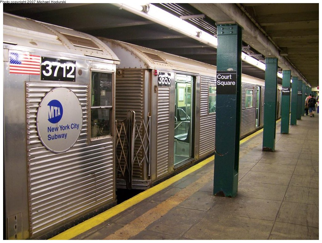 (202k, 1044x788)<br><b>Country:</b> United States<br><b>City:</b> New York<br><b>System:</b> New York City Transit<br><b>Line:</b> IND Crosstown Line<br><b>Location:</b> Court Square <br><b>Route:</b> G<br><b>Car:</b> R-32 (Budd, 1964)  3653 <br><b>Photo by:</b> Michael Hodurski<br><b>Date:</b> 8/12/2007<br><b>Viewed (this week/total):</b> 2 / 2382