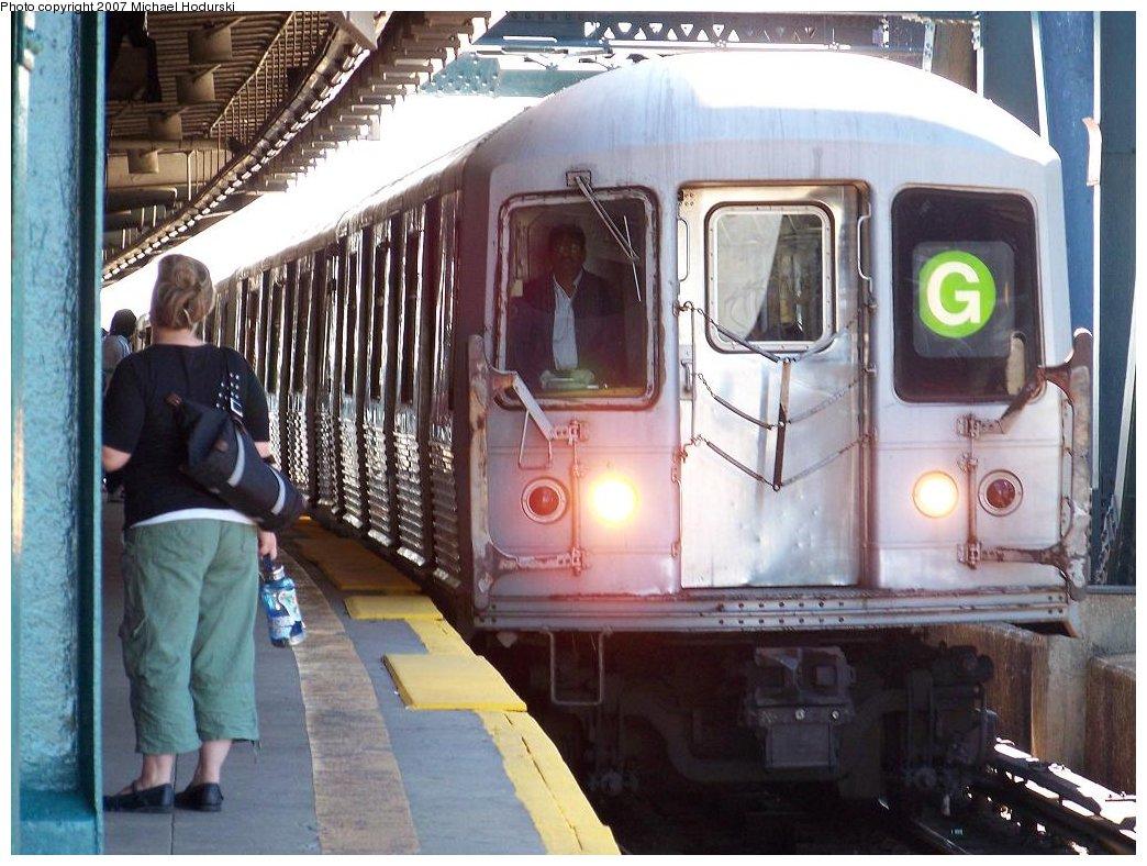 (193k, 1044x788)<br><b>Country:</b> United States<br><b>City:</b> New York<br><b>System:</b> New York City Transit<br><b>Line:</b> IND Crosstown Line<br><b>Location:</b> Smith/9th Street <br><b>Route:</b> G<br><b>Car:</b> R-42 (St. Louis, 1969-1970)  4916 <br><b>Photo by:</b> Michael Hodurski<br><b>Date:</b> 8/11/2007<br><b>Notes:</b> Train is a G running on the F, while the F was diverted down the Fulton line.<br><b>Viewed (this week/total):</b> 0 / 2839