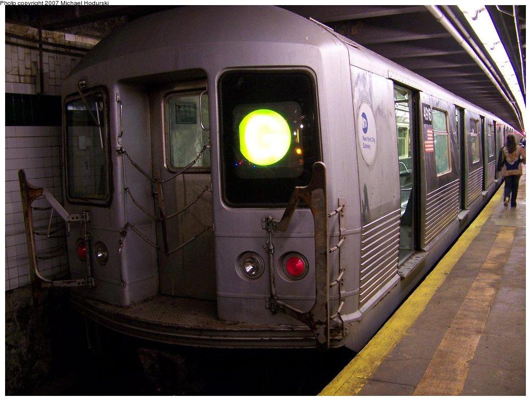 (160k, 1044x788)<br><b>Country:</b> United States<br><b>City:</b> New York<br><b>System:</b> New York City Transit<br><b>Line:</b> IND Crosstown Line<br><b>Location:</b> Court Square <br><b>Route:</b> G<br><b>Car:</b> R-42 (St. Louis, 1969-1970)  4916 <br><b>Photo by:</b> Michael Hodurski<br><b>Date:</b> 8/11/2007<br><b>Viewed (this week/total):</b> 2 / 2943