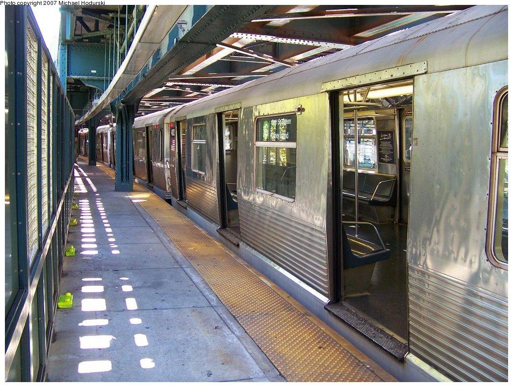 (248k, 1044x788)<br><b>Country:</b> United States<br><b>City:</b> New York<br><b>System:</b> New York City Transit<br><b>Line:</b> BMT Culver Line<br><b>Location:</b> West 8th Street <br><b>Route:</b> G<br><b>Car:</b> R-42 (St. Louis, 1969-1970)  4932 <br><b>Photo by:</b> Michael Hodurski<br><b>Date:</b> 8/11/2007<br><b>Viewed (this week/total):</b> 0 / 2278