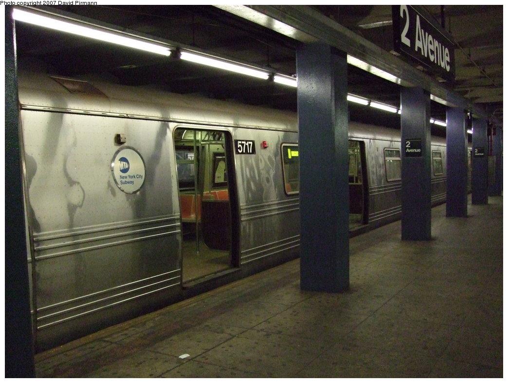 (176k, 1044x788)<br><b>Country:</b> United States<br><b>City:</b> New York<br><b>System:</b> New York City Transit<br><b>Line:</b> IND 6th Avenue Line<br><b>Location:</b> 2nd Avenue <br><b>Route:</b> V<br><b>Car:</b> R-46 (Pullman-Standard, 1974-75) 5717 <br><b>Photo by:</b> David Pirmann<br><b>Date:</b> 8/14/2007<br><b>Viewed (this week/total):</b> 2 / 2273