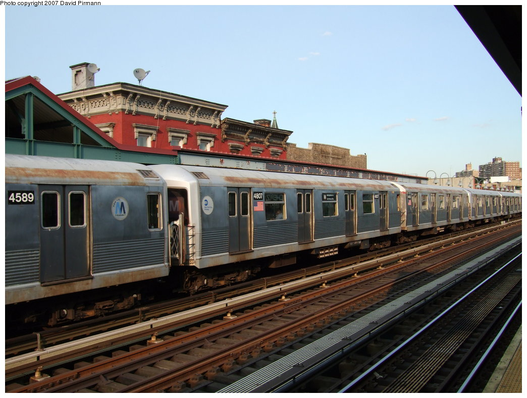 (185k, 1044x788)<br><b>Country:</b> United States<br><b>City:</b> New York<br><b>System:</b> New York City Transit<br><b>Line:</b> BMT Nassau Street/Jamaica Line<br><b>Location:</b> Marcy Avenue <br><b>Route:</b> M<br><b>Car:</b> R-42 (St. Louis, 1969-1970)  4807 <br><b>Photo by:</b> David Pirmann<br><b>Date:</b> 8/14/2007<br><b>Viewed (this week/total):</b> 1 / 1278