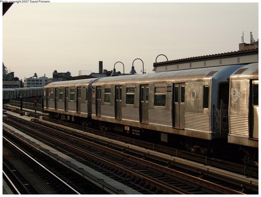 (164k, 1044x788)<br><b>Country:</b> United States<br><b>City:</b> New York<br><b>System:</b> New York City Transit<br><b>Line:</b> BMT Nassau Street/Jamaica Line<br><b>Location:</b> Marcy Avenue <br><b>Route:</b> M<br><b>Car:</b> R-42 (St. Louis, 1969-1970)  4589 <br><b>Photo by:</b> David Pirmann<br><b>Date:</b> 8/14/2007<br><b>Viewed (this week/total):</b> 0 / 1353
