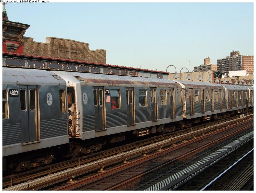 (182k, 1044x788)<br><b>Country:</b> United States<br><b>City:</b> New York<br><b>System:</b> New York City Transit<br><b>Line:</b> BMT Nassau Street/Jamaica Line<br><b>Location:</b> Marcy Avenue <br><b>Route:</b> J<br><b>Car:</b> R-42 (St. Louis, 1969-1970)  4776 <br><b>Photo by:</b> David Pirmann<br><b>Date:</b> 8/14/2007<br><b>Viewed (this week/total):</b> 0 / 1215