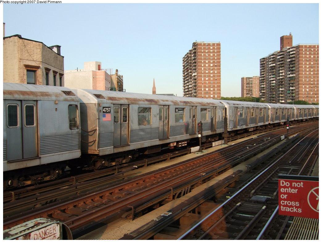 (194k, 1044x788)<br><b>Country:</b> United States<br><b>City:</b> New York<br><b>System:</b> New York City Transit<br><b>Line:</b> BMT Nassau Street/Jamaica Line<br><b>Location:</b> Hewes Street <br><b>Route:</b> M<br><b>Car:</b> R-42 (St. Louis, 1969-1970)  4757 <br><b>Photo by:</b> David Pirmann<br><b>Date:</b> 8/14/2007<br><b>Viewed (this week/total):</b> 0 / 1493