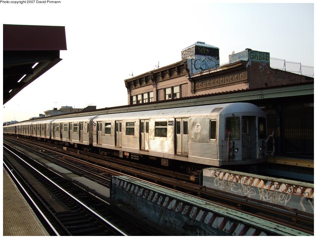 (183k, 1044x788)<br><b>Country:</b> United States<br><b>City:</b> New York<br><b>System:</b> New York City Transit<br><b>Line:</b> BMT Nassau Street/Jamaica Line<br><b>Location:</b> Hewes Street <br><b>Route:</b> M<br><b>Car:</b> R-42 (St. Louis, 1969-1970)  4642 <br><b>Photo by:</b> David Pirmann<br><b>Date:</b> 8/14/2007<br><b>Viewed (this week/total):</b> 1 / 1144