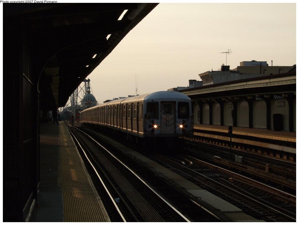 (123k, 1044x788)<br><b>Country:</b> United States<br><b>City:</b> New York<br><b>System:</b> New York City Transit<br><b>Line:</b> BMT Nassau Street/Jamaica Line<br><b>Location:</b> Hewes Street <br><b>Route:</b> J<br><b>Car:</b> R-42 (St. Louis, 1969-1970)  4666 <br><b>Photo by:</b> David Pirmann<br><b>Date:</b> 8/14/2007<br><b>Viewed (this week/total):</b> 1 / 1534