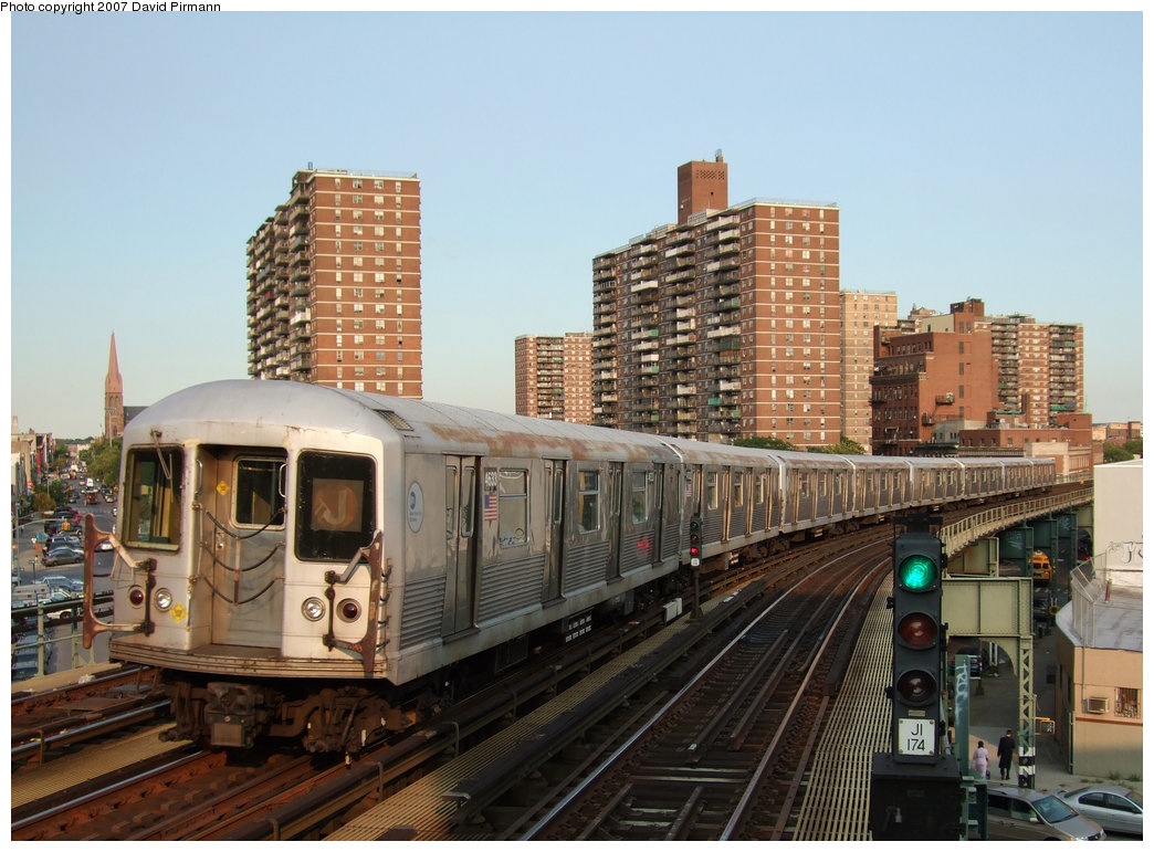 (217k, 1044x771)<br><b>Country:</b> United States<br><b>City:</b> New York<br><b>System:</b> New York City Transit<br><b>Line:</b> BMT Nassau Street/Jamaica Line<br><b>Location:</b> Hewes Street <br><b>Route:</b> J<br><b>Car:</b> R-42 (St. Louis, 1969-1970)  4633 <br><b>Photo by:</b> David Pirmann<br><b>Date:</b> 8/14/2007<br><b>Viewed (this week/total):</b> 1 / 2532