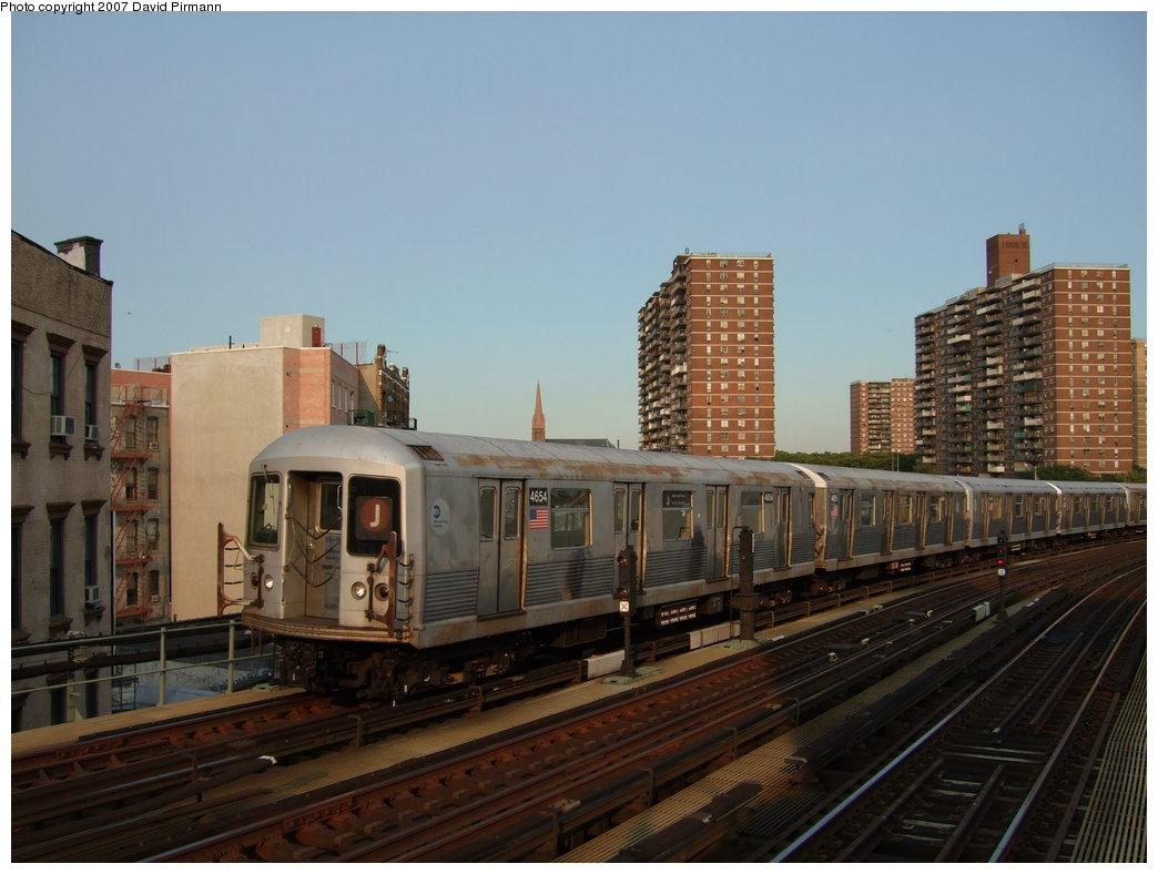 (156k, 1044x788)<br><b>Country:</b> United States<br><b>City:</b> New York<br><b>System:</b> New York City Transit<br><b>Line:</b> BMT Nassau Street/Jamaica Line<br><b>Location:</b> Hewes Street <br><b>Route:</b> J<br><b>Car:</b> R-42 (St. Louis, 1969-1970)  4654 <br><b>Photo by:</b> David Pirmann<br><b>Date:</b> 8/14/2007<br><b>Viewed (this week/total):</b> 3 / 1539