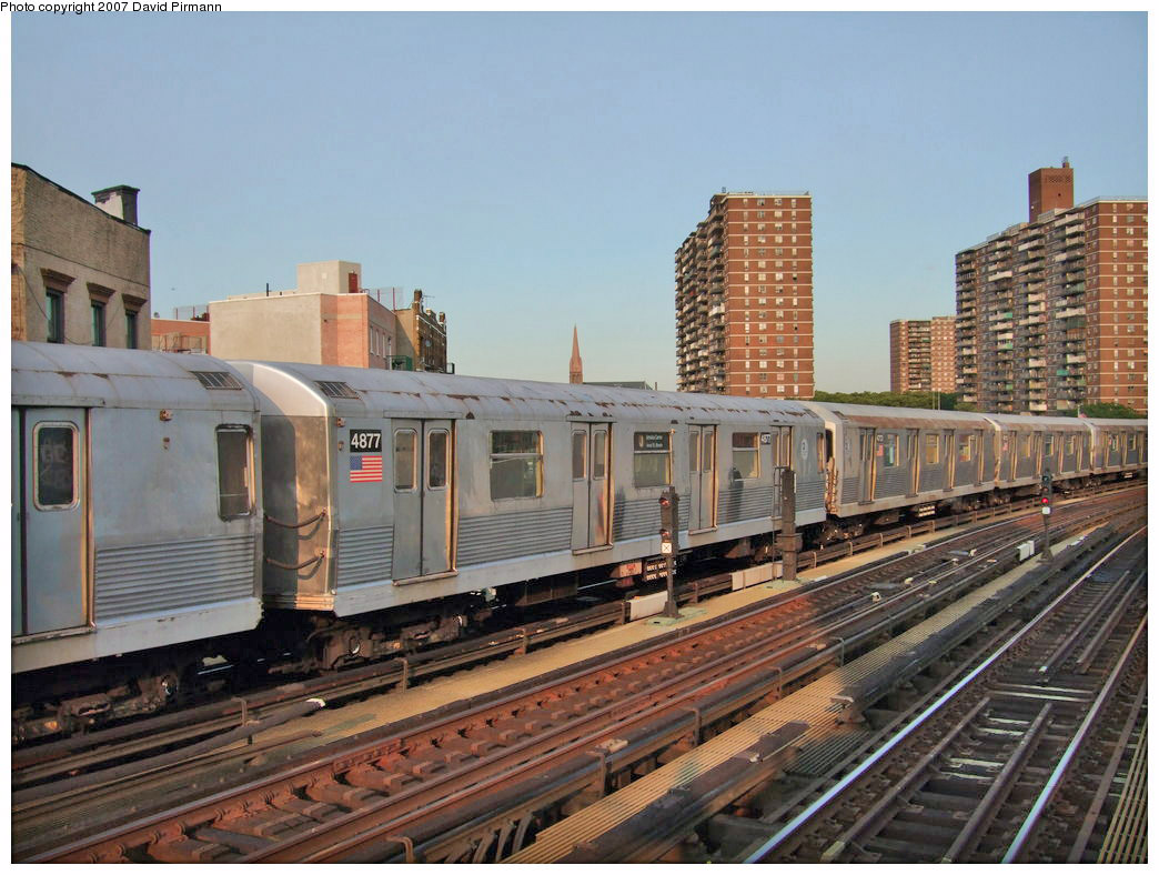 (229k, 1044x788)<br><b>Country:</b> United States<br><b>City:</b> New York<br><b>System:</b> New York City Transit<br><b>Line:</b> BMT Nassau Street/Jamaica Line<br><b>Location:</b> Hewes Street <br><b>Route:</b> J<br><b>Car:</b> R-42 (St. Louis, 1969-1970)  4877 <br><b>Photo by:</b> David Pirmann<br><b>Date:</b> 8/14/2007<br><b>Viewed (this week/total):</b> 1 / 1100