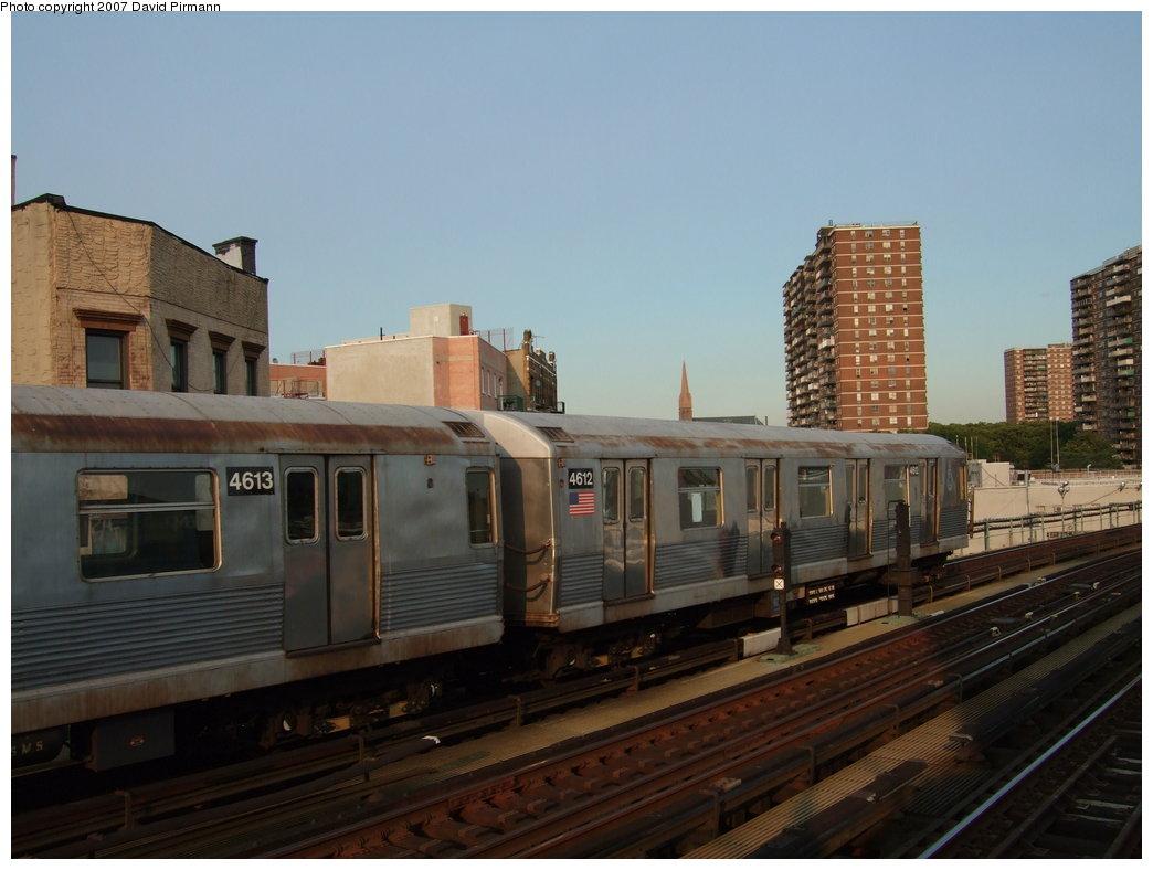 (142k, 1044x788)<br><b>Country:</b> United States<br><b>City:</b> New York<br><b>System:</b> New York City Transit<br><b>Line:</b> BMT Nassau Street/Jamaica Line<br><b>Location:</b> Hewes Street <br><b>Route:</b> J<br><b>Car:</b> R-42 (St. Louis, 1969-1970)  4612 <br><b>Photo by:</b> David Pirmann<br><b>Date:</b> 8/14/2007<br><b>Viewed (this week/total):</b> 0 / 1569