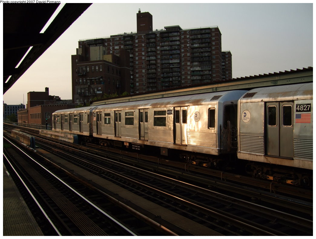 (170k, 1044x788)<br><b>Country:</b> United States<br><b>City:</b> New York<br><b>System:</b> New York City Transit<br><b>Line:</b> BMT Nassau Street/Jamaica Line<br><b>Location:</b> Lorimer Street <br><b>Route:</b> M<br><b>Car:</b> R-42 (St. Louis, 1969-1970)  4659 <br><b>Photo by:</b> David Pirmann<br><b>Date:</b> 8/14/2007<br><b>Viewed (this week/total):</b> 0 / 1582