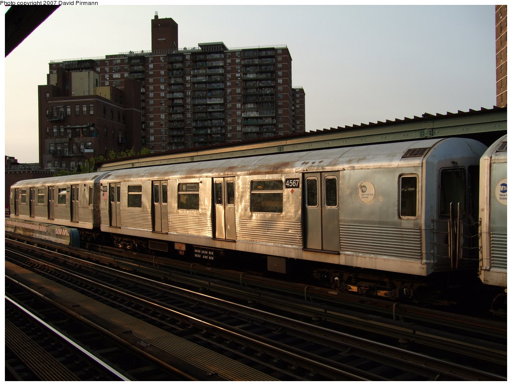 (172k, 1044x788)<br><b>Country:</b> United States<br><b>City:</b> New York<br><b>System:</b> New York City Transit<br><b>Line:</b> BMT Nassau Street/Jamaica Line<br><b>Location:</b> Lorimer Street <br><b>Route:</b> M<br><b>Car:</b> R-42 (St. Louis, 1969-1970)  4567 <br><b>Photo by:</b> David Pirmann<br><b>Date:</b> 8/14/2007<br><b>Viewed (this week/total):</b> 2 / 1490