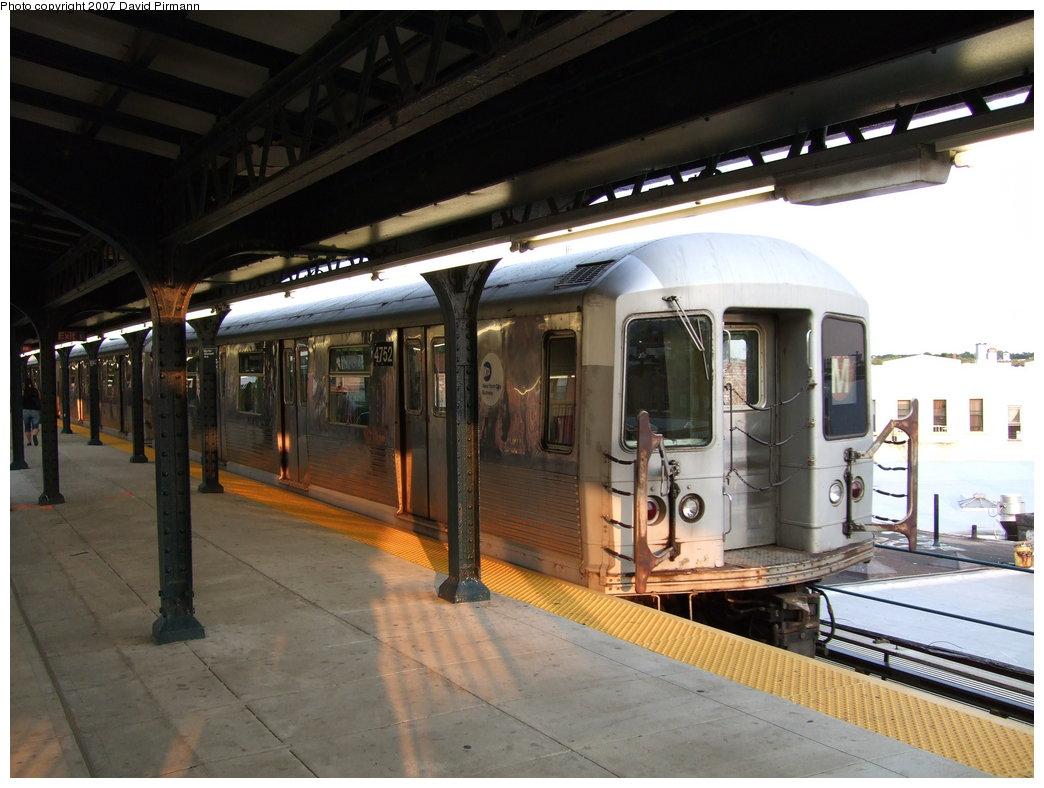 (164k, 1044x788)<br><b>Country:</b> United States<br><b>City:</b> New York<br><b>System:</b> New York City Transit<br><b>Line:</b> BMT Myrtle Avenue Line<br><b>Location:</b> Wyckoff Avenue <br><b>Route:</b> M<br><b>Car:</b> R-42 (St. Louis, 1969-1970)  4752 <br><b>Photo by:</b> David Pirmann<br><b>Date:</b> 8/14/2007<br><b>Viewed (this week/total):</b> 1 / 1880
