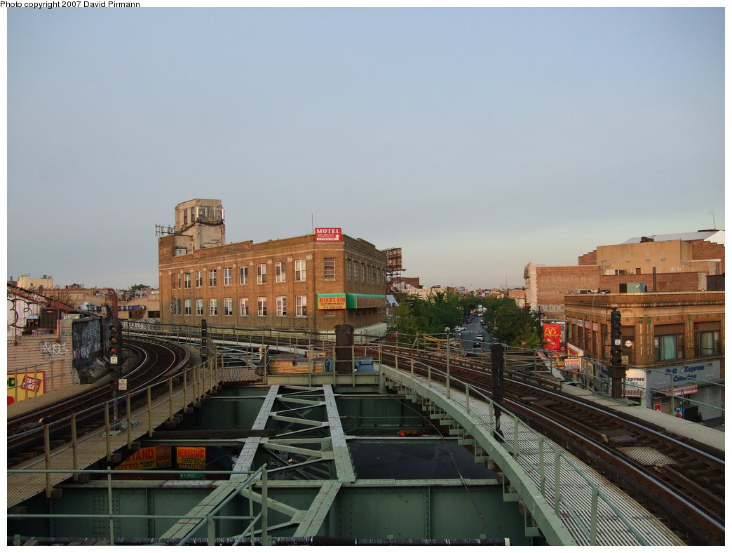 (163k, 1044x788)<br><b>Country:</b> United States<br><b>City:</b> New York<br><b>System:</b> New York City Transit<br><b>Line:</b> BMT Myrtle Avenue Line<br><b>Location:</b> Wyckoff Avenue <br><b>Photo by:</b> David Pirmann<br><b>Date:</b> 8/14/2007<br><b>Viewed (this week/total):</b> 0 / 1508