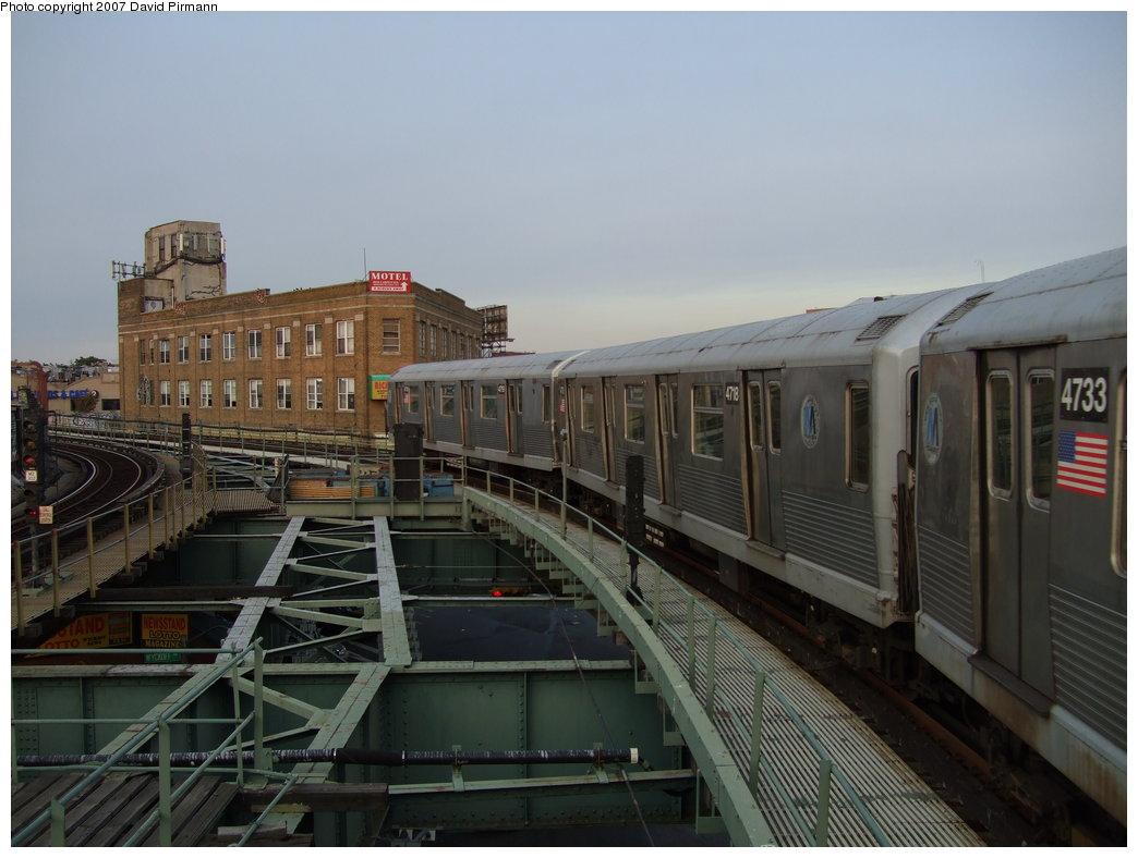 (150k, 1044x788)<br><b>Country:</b> United States<br><b>City:</b> New York<br><b>System:</b> New York City Transit<br><b>Line:</b> BMT Myrtle Avenue Line<br><b>Location:</b> Wyckoff Avenue <br><b>Route:</b> M<br><b>Car:</b> R-42 (St. Louis, 1969-1970)  4720 <br><b>Photo by:</b> David Pirmann<br><b>Date:</b> 8/14/2007<br><b>Viewed (this week/total):</b> 1 / 2253