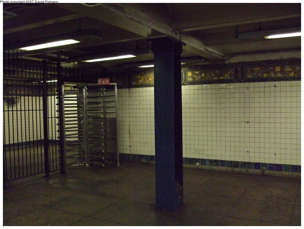 (171k, 1044x788)<br><b>Country:</b> United States<br><b>City:</b> New York<br><b>System:</b> New York City Transit<br><b>Line:</b> BMT Canarsie Line<br><b>Location:</b> DeKalb Avenue <br><b>Photo by:</b> David Pirmann<br><b>Date:</b> 8/14/2007<br><b>Viewed (this week/total):</b> 1 / 1318