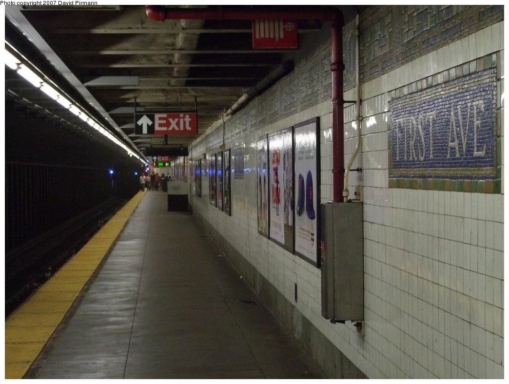 (163k, 1044x788)<br><b>Country:</b> United States<br><b>City:</b> New York<br><b>System:</b> New York City Transit<br><b>Line:</b> BMT Canarsie Line<br><b>Location:</b> 1st Avenue <br><b>Photo by:</b> David Pirmann<br><b>Date:</b> 8/14/2007<br><b>Viewed (this week/total):</b> 0 / 1833