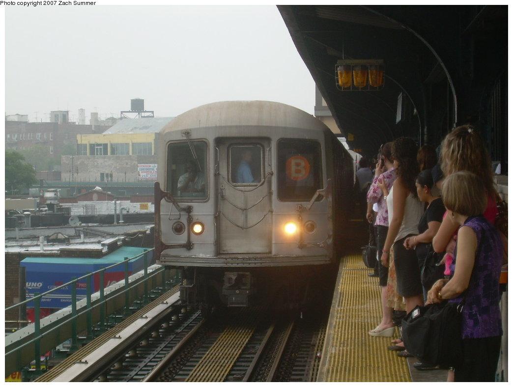 (169k, 1044x788)<br><b>Country:</b> United States<br><b>City:</b> New York<br><b>System:</b> New York City Transit<br><b>Line:</b> BMT Brighton Line<br><b>Location:</b> Brighton Beach <br><b>Route:</b> B<br><b>Car:</b> R-40M (St. Louis, 1969)   <br><b>Photo by:</b> Zach Summer<br><b>Date:</b> 8/8/2007<br><b>Notes:</b> Shuttle Kings Hwy-Coney Island due to downed trees at Beverley Rd.<br><b>Viewed (this week/total):</b> 0 / 2280