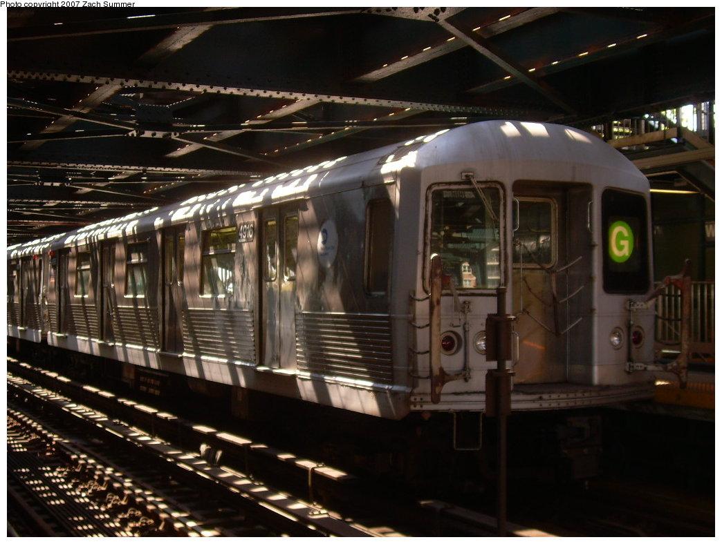 (195k, 1044x788)<br><b>Country:</b> United States<br><b>City:</b> New York<br><b>System:</b> New York City Transit<br><b>Line:</b> BMT Culver Line<br><b>Location:</b> West 8th Street <br><b>Route:</b> G<br><b>Car:</b> R-42 (St. Louis, 1969-1970)  4916 <br><b>Photo by:</b> Zach Summer<br><b>Date:</b> 8/12/2007<br><b>Viewed (this week/total):</b> 5 / 2123