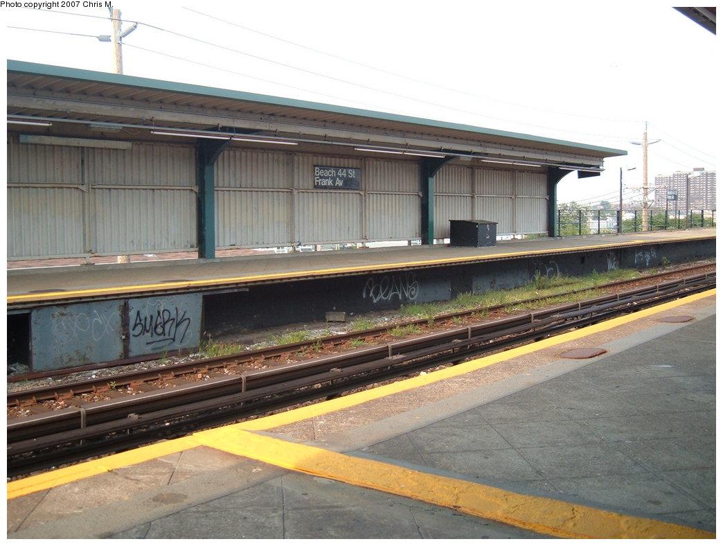 (178k, 1044x788)<br><b>Country:</b> United States<br><b>City:</b> New York<br><b>System:</b> New York City Transit<br><b>Line:</b> IND Rockaway<br><b>Location:</b> Beach 44th Street/Frank Avenue <br><b>Photo by:</b> Chris M.<br><b>Date:</b> 8/15/2007<br><b>Viewed (this week/total):</b> 0 / 1009