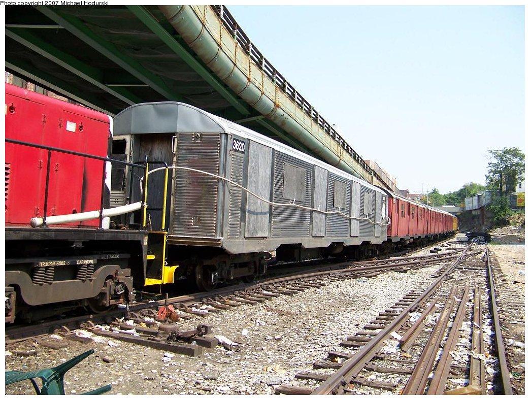 (264k, 1044x788)<br><b>Country:</b> United States<br><b>City:</b> New York<br><b>System:</b> New York City Transit<br><b>Line:</b> South Brooklyn Railway<br><b>Location:</b> 3rd Avenue/38th St Crossing (Gowanus) (SBK)<br><b>Car:</b> R-32 (Budd, 1964)  3620 <br><b>Photo by:</b> Michael Hodurski<br><b>Date:</b> 7/17/2007<br><b>Viewed (this week/total):</b> 9 / 9299