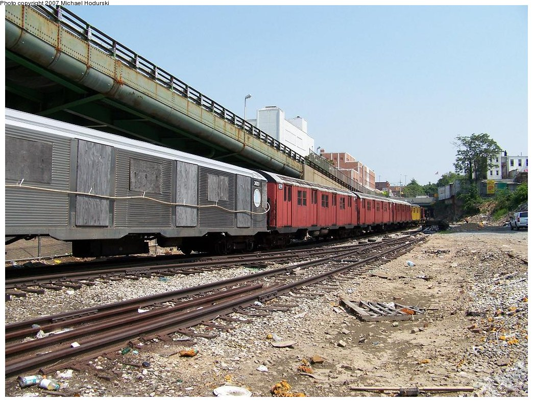 (278k, 1044x788)<br><b>Country:</b> United States<br><b>City:</b> New York<br><b>System:</b> New York City Transit<br><b>Line:</b> South Brooklyn Railway<br><b>Location:</b> 3rd Avenue/38th St Crossing (Gowanus) (SBK)<br><b>Car:</b> R-32 (Budd, 1964)  3620 <br><b>Photo by:</b> Michael Hodurski<br><b>Date:</b> 7/17/2007<br><b>Viewed (this week/total):</b> 0 / 1959