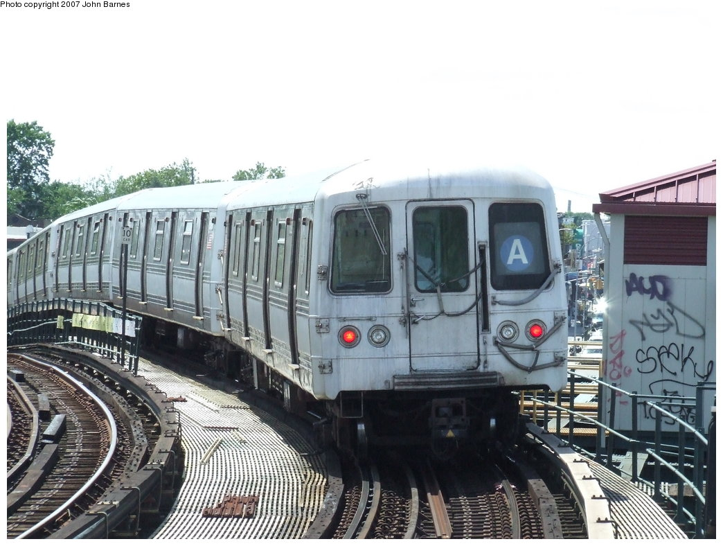 (190k, 1044x788)<br><b>Country:</b> United States<br><b>City:</b> New York<br><b>System:</b> New York City Transit<br><b>Line:</b> IND Fulton Street Line<br><b>Location:</b> 80th Street/Hudson Street <br><b>Route:</b> A<br><b>Car:</b> R-44 (St. Louis, 1971-73) 5392 <br><b>Photo by:</b> John Barnes<br><b>Date:</b> 7/22/2007<br><b>Viewed (this week/total):</b> 1 / 2032