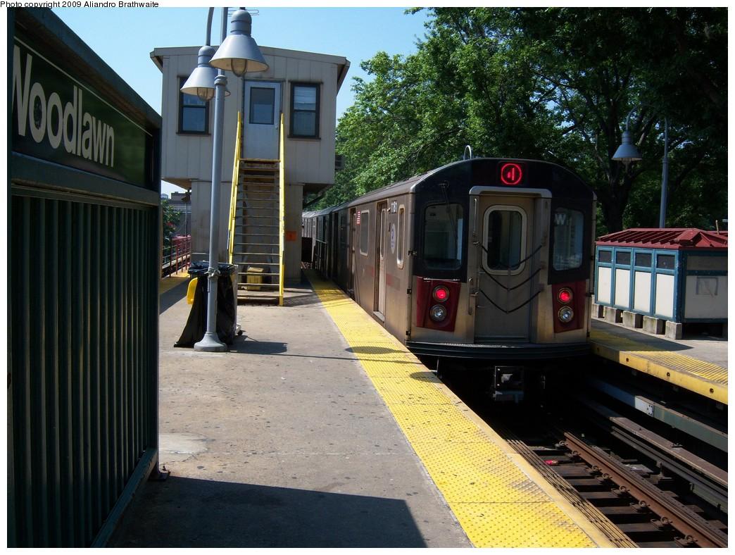 (269k, 1044x788)<br><b>Country:</b> United States<br><b>City:</b> New York<br><b>System:</b> New York City Transit<br><b>Line:</b> IRT Woodlawn Line<br><b>Location:</b> Woodlawn <br><b>Route:</b> 4<br><b>Car:</b> R-142 (Option Order, Bombardier, 2002-2003)  1181 <br><b>Photo by:</b> Aliandro Brathwaite<br><b>Date:</b> 8/18/2009<br><b>Viewed (this week/total):</b> 6 / 1735